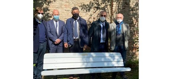 Inaugurata la panchina per la libertà di stampa nella sede del Master in giornalismo di Bologna